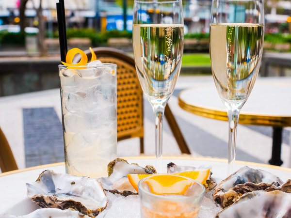 Dillinger's Oysters & Champagne